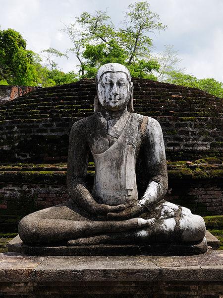 450px-SriLanka_BuddhistStatue_(pixinn.net)